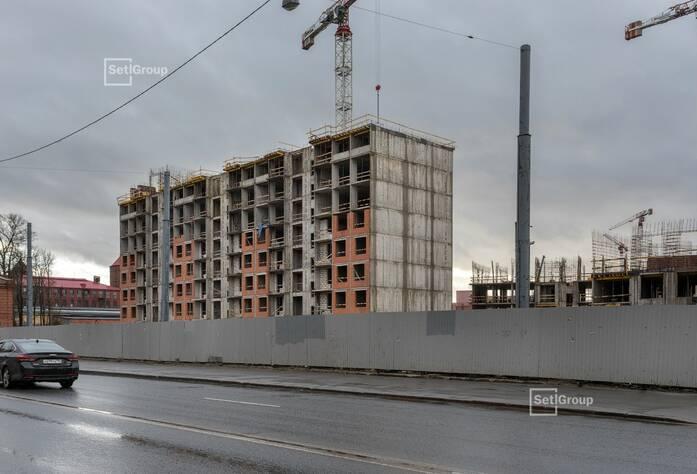 Ведутся работы по армированию и бетонированию стен 9 этажа, выполнено 60%.