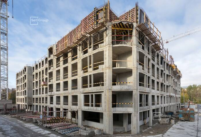 Выполнены работы по устройству монолитных стен и плиты перекрытия 5 этажа.