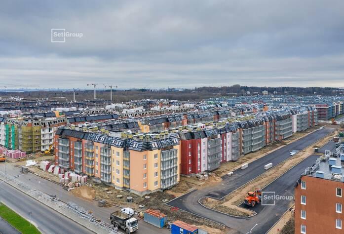 Производятся работы по монтажу окон 5 этажа, готовность 45%.