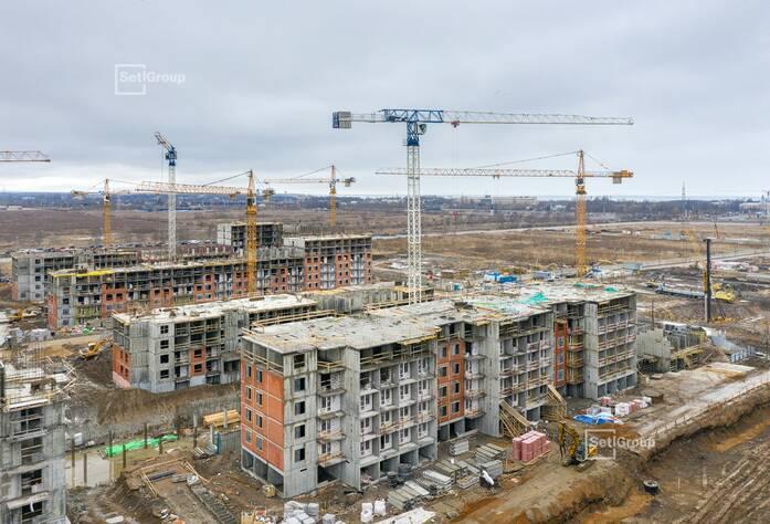 Продолжаются работы по устройству железобетонных конструкций 1-8 этажей.