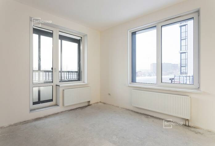 Выполняются работы по укладке плитки в с/у квартир на уровне 12 этажа.