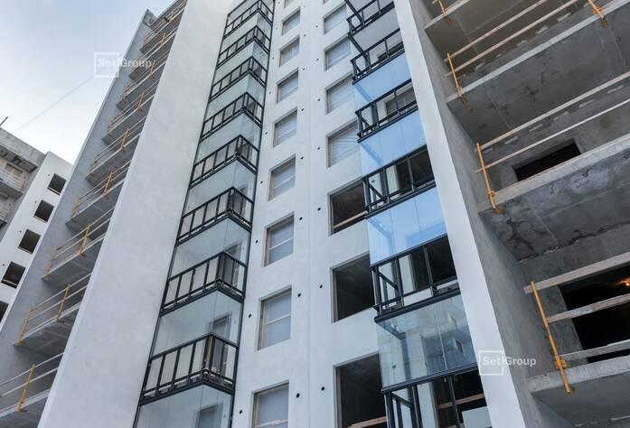 Ведутся работы по установке электрической фурнитуры в квартирах, готовность 50%.