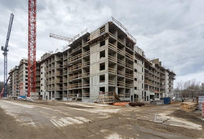 Ведутся работы по устройству монолитных конструкций 7 этажа.