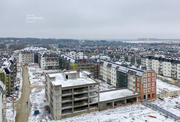 Выполняется монтаж линий электросетей в квартирах и МОП на уровне 5 этажа.