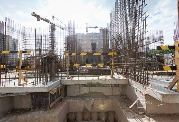 Ведутся работы по демонтажу буронабивных свай основного поля, выполнено 89%.