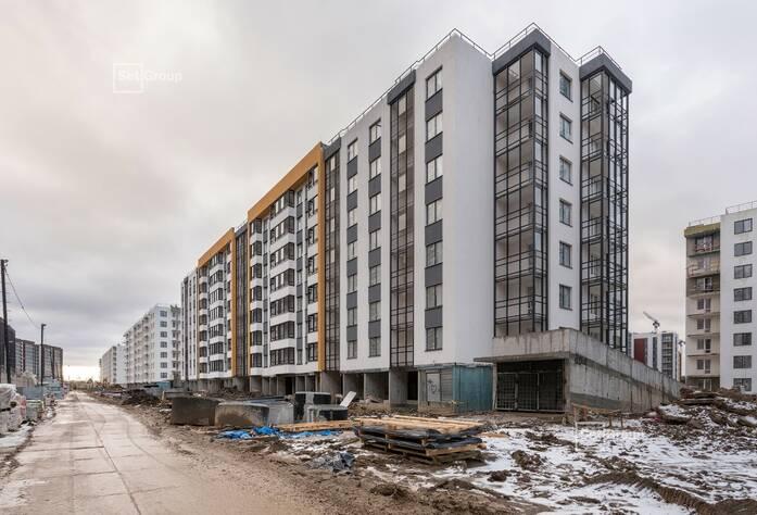 Завершаются работы по устройству фасадов с лесов, готовность 90%.