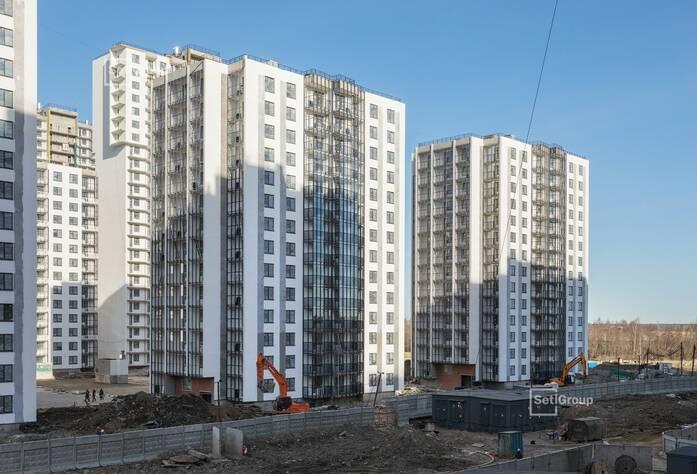 Выполняется комплекс работ по монтажу витражных конструкций.