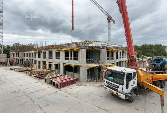 Выполнены работы по устройству монолитных стен и плиты перекрытия 2 этажа.
