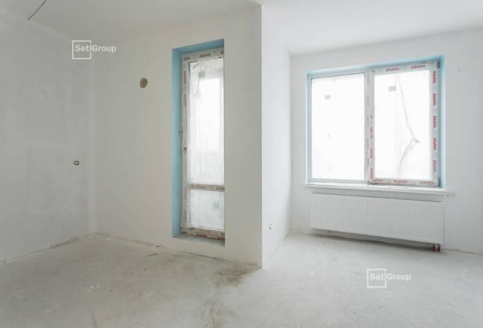 Осуществляются работы по укладке плитки в с/у квартир на уровне 10-12 этажей.