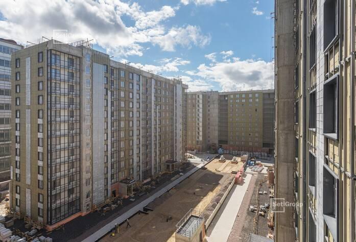Ведутся работы по линейному монтажу электрических сетей в квартирах и МОП на уровне 10-12 этажей.