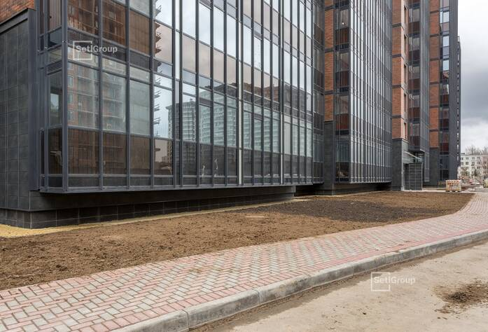 Ведутся работы по монтажу коробов и устройству натяжных потолков в с/у квартир на уровне 1 этажа.