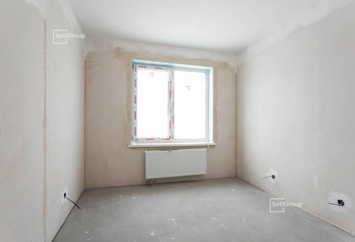Ведутся работы по укладке плитки в с/у квартир, готовность 65%.