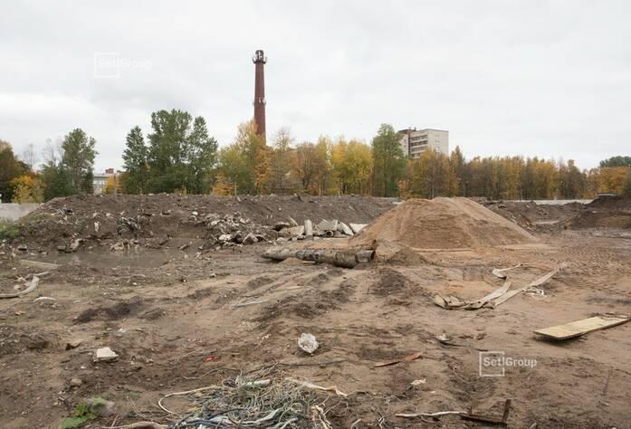 Ведутся работы по расчистке строительной площадки.