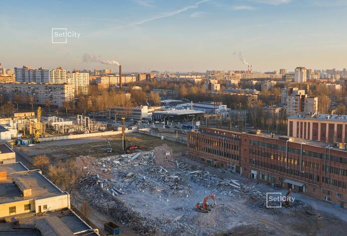 Производится демонтаж существующих зданий и сооружений.