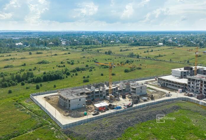 Выполнены работы по устройству гидроизоляции и теплоизоляции цокольных стен.