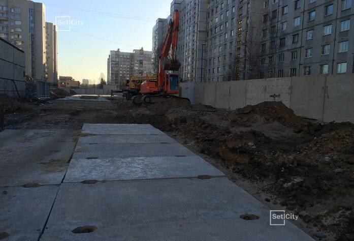 Демонтировано 98% строительных конструкций зданий.