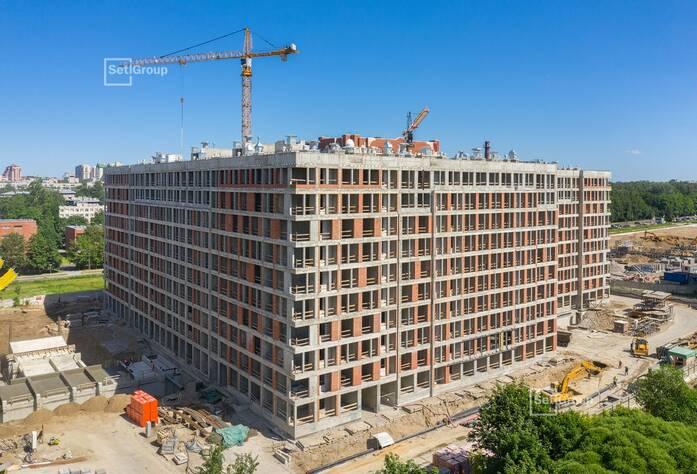 Завершена разводка квартирных электрических и слаботочных сетей на уровне 6 и 7 этажей.