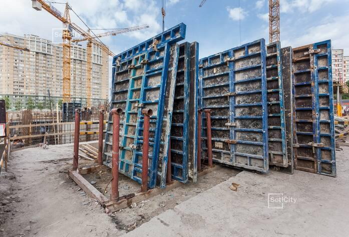 Завершаются работы по демонтажу буронабивных свай основного поля, выполнено 95%.