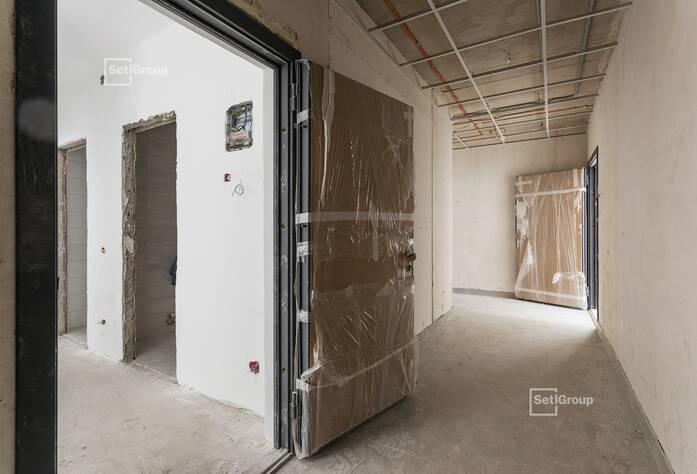 Завершаются электромонтажные работы в технических помещениях на уровне технического этажа и автостоянки, готовность 98%.