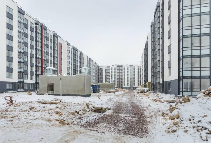Выполняются работы по монтажу каркасов коробов в с/у квартир и МОП, готовность 80%.