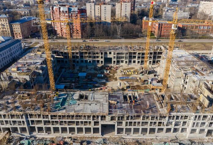 Завершено бетонирование стен и перекрытий на уровне 2 этажа.