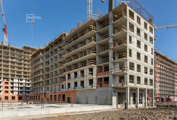 Осуществляются работы по устройству монолитного каркаса здания на уровне 6-14 этажей.