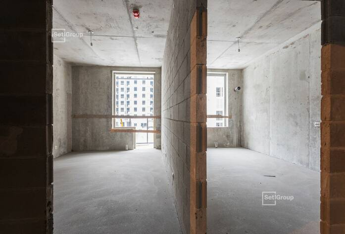 Ведутся работы по установке электрической фурнитуры в квартирах, готовность 45%.