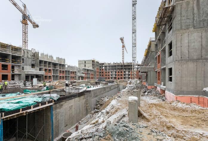 Ведутся работы по устройству железобетонных конструкций: