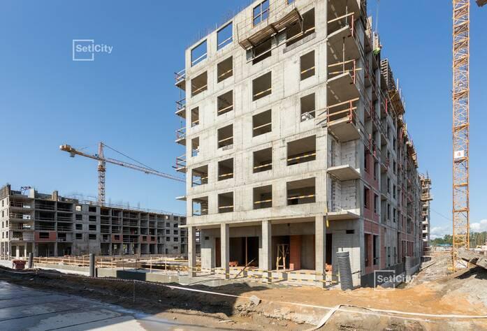 Осуществляются работы по устройству монолитного каркаса здания на уровне 6-11 этажей.
