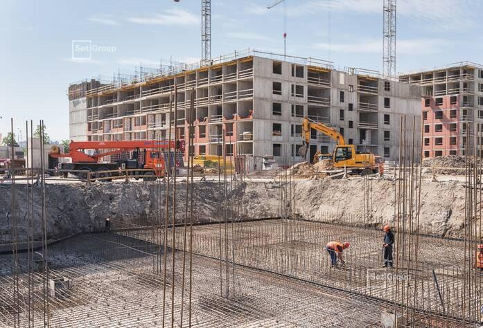 Выполнены работы по армированию и бетонированию фундамента.