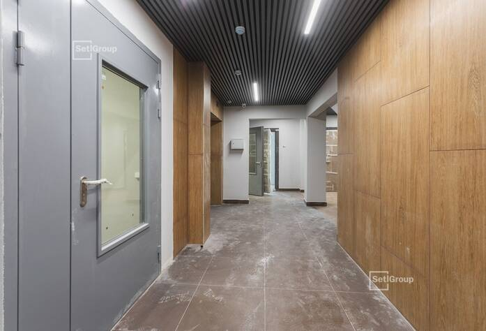 Завершены работы по окраске МОП и заполнению подвесных потолков.
