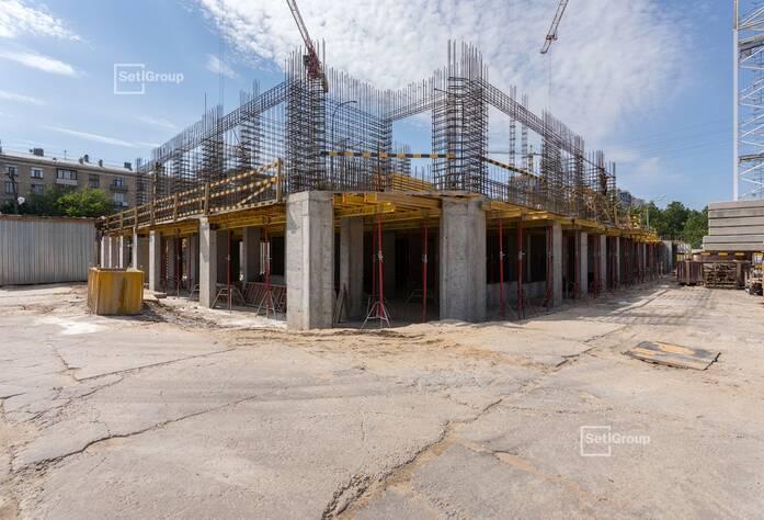 Завершены работы по устройству монолитных стен и плиты перекрытия 1 этажа.