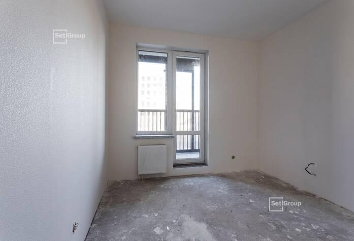Осуществляются работы по укладке плитки в с/у квартир на уровне 11 и 12 этажей.