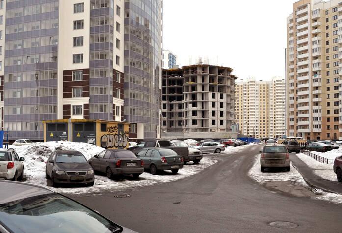 Двор жилого комплекса «Монреаль» (17.02.2013)