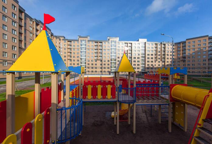 Детская площадка в жилом районе Общеобразовательная школа на территории жилого района «Славянка»