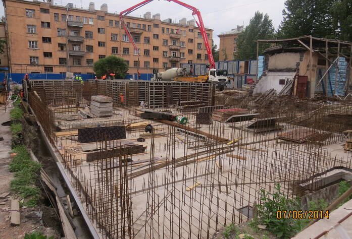 Устройство стен подземного этажа МФК «Нарвский посад» (июнь 2014)