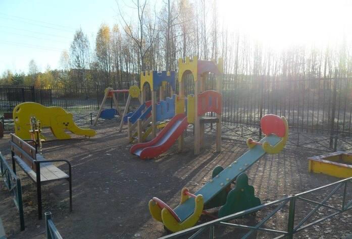 Детская площадка у таунхауса «Альпийская горка»
