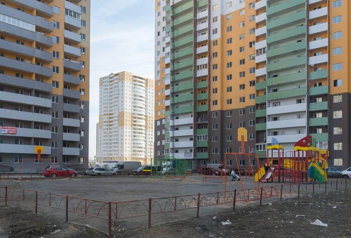 ЖК «Шушары» («Дальпитерстрой»): внутренний двор между корпусами 63 и 64. 19.03.2015