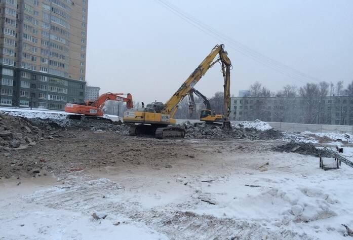 Ход строительных работ МФК «Москва»: демонтаж  строительных конструкций зданий (январь 2016)