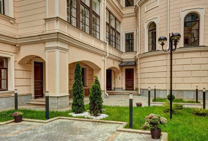ЖК «Особняк Кушелева-Безбородко»: внутренний двор (01.10.2015)