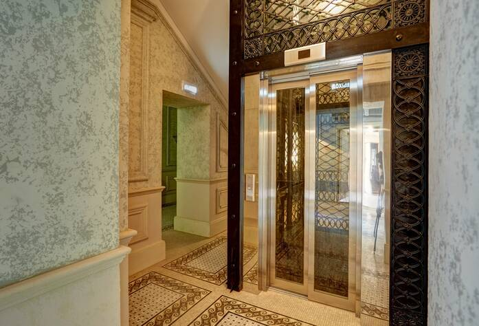 ЖК «Особняк Кушелева-Безбородко»: Лифтовый холл (04.10.2015)