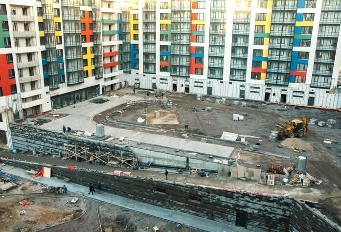 ЖК «LEGENDA на Оптиков, 34»: внутренний двор (декабрь 2015)