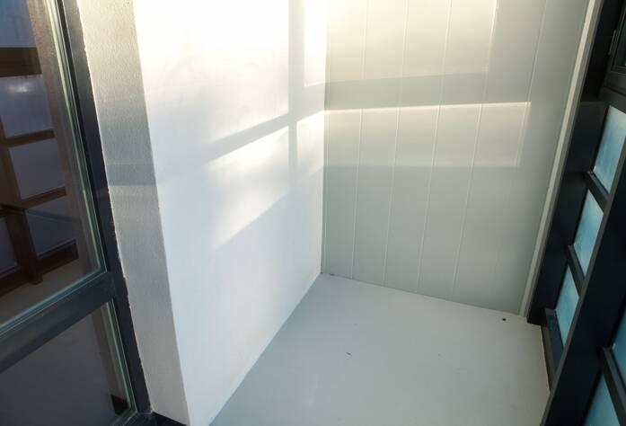 ЖК «LEGENDA на Оптиков, 34»: отделка балкона (декабрь 2015)