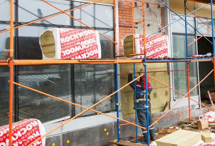 ЖК «Леонтьевский мыс»: Утепление части фасада коммерческих помещений на секции «Канны»