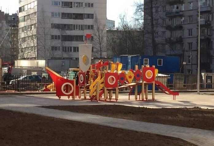 ЖК «Полежаевский Парк»: детская площадка (23.03.2016)