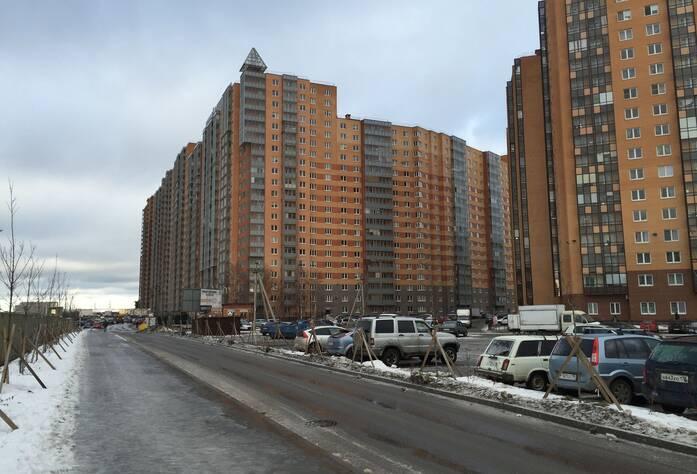 ЖК «Новый Оккервиль»: Вид с Областной улицы на секции (слева направо) 17-7, 3 очередь (29.03.2016)