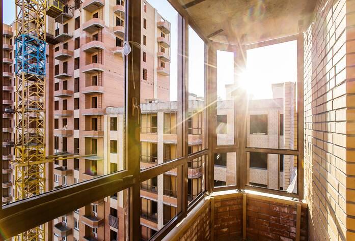 ЖК «Лиственный»: ход строительства, на балконе