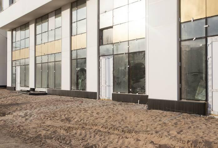 Внешняя отделка цокольных этажей коммерческих помещений в секции «Барселона»
