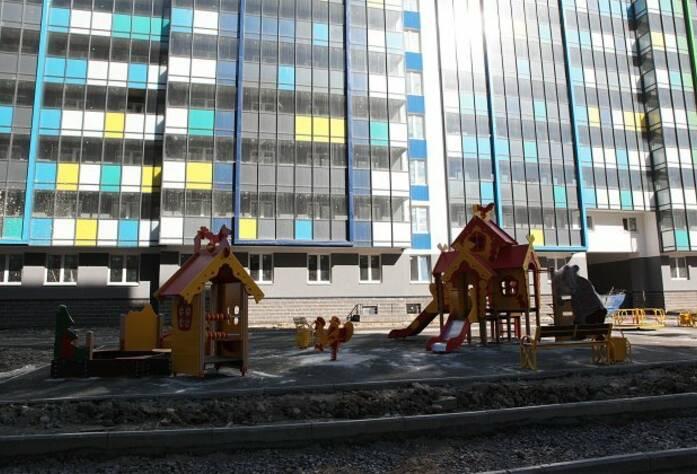 ЖК «Вернисаж»: детская площадка у корпуса 3