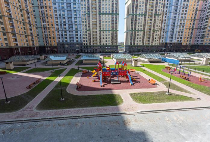 ЖК «Времена года»: детская площадка у корпуса 4